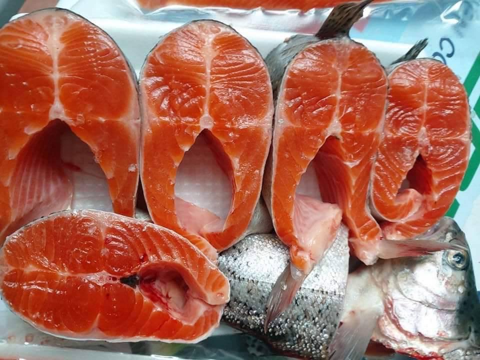 Cá hồi Sa Pa giảm giá sâu, chỉ còn 110.000 đồng/kg - Ảnh 1.