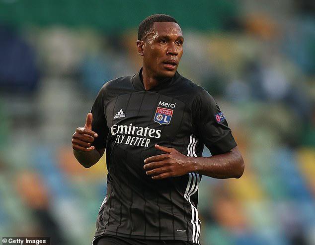 Marcelo không được lòng CĐV Lyon.