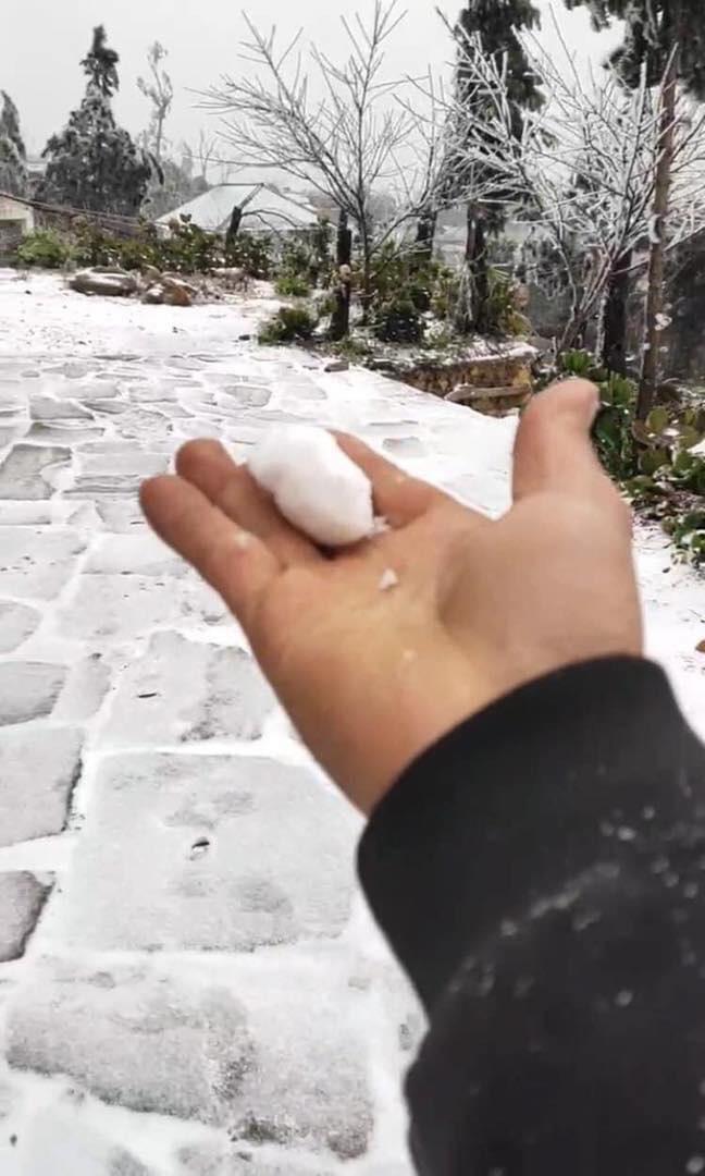 Phượt thủ đổ xô lên Lào Cai ngắm tuyết rơi, chuyên gia khí tượng cảnh báo - Ảnh 4.