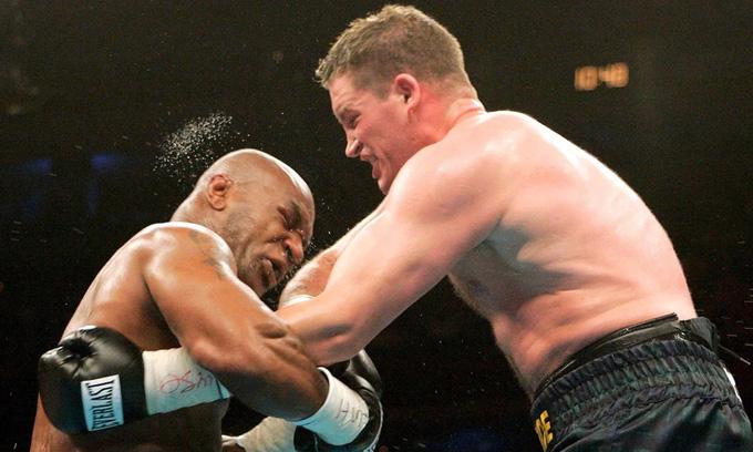McBride (phải) trong trận đấu với Mike Tyson năm 2005. Ảnh: Reuters.