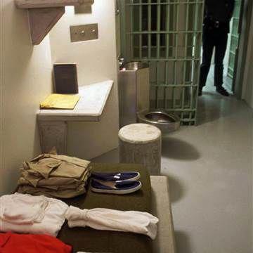 10 nhà tù đáng sợ nhất thế giới: Có nơi tù nhân xin được tử hình - Ảnh 16.