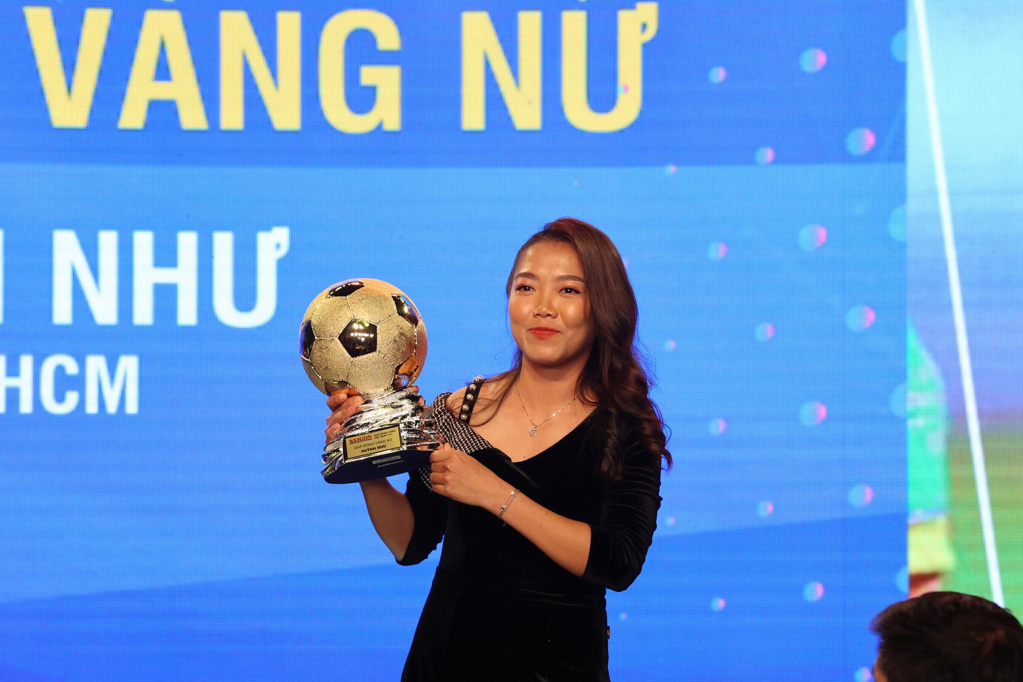 Văn Quyết nói gì khi giành Quả bóng vàng Việt Nam 2020? - Ảnh 3.