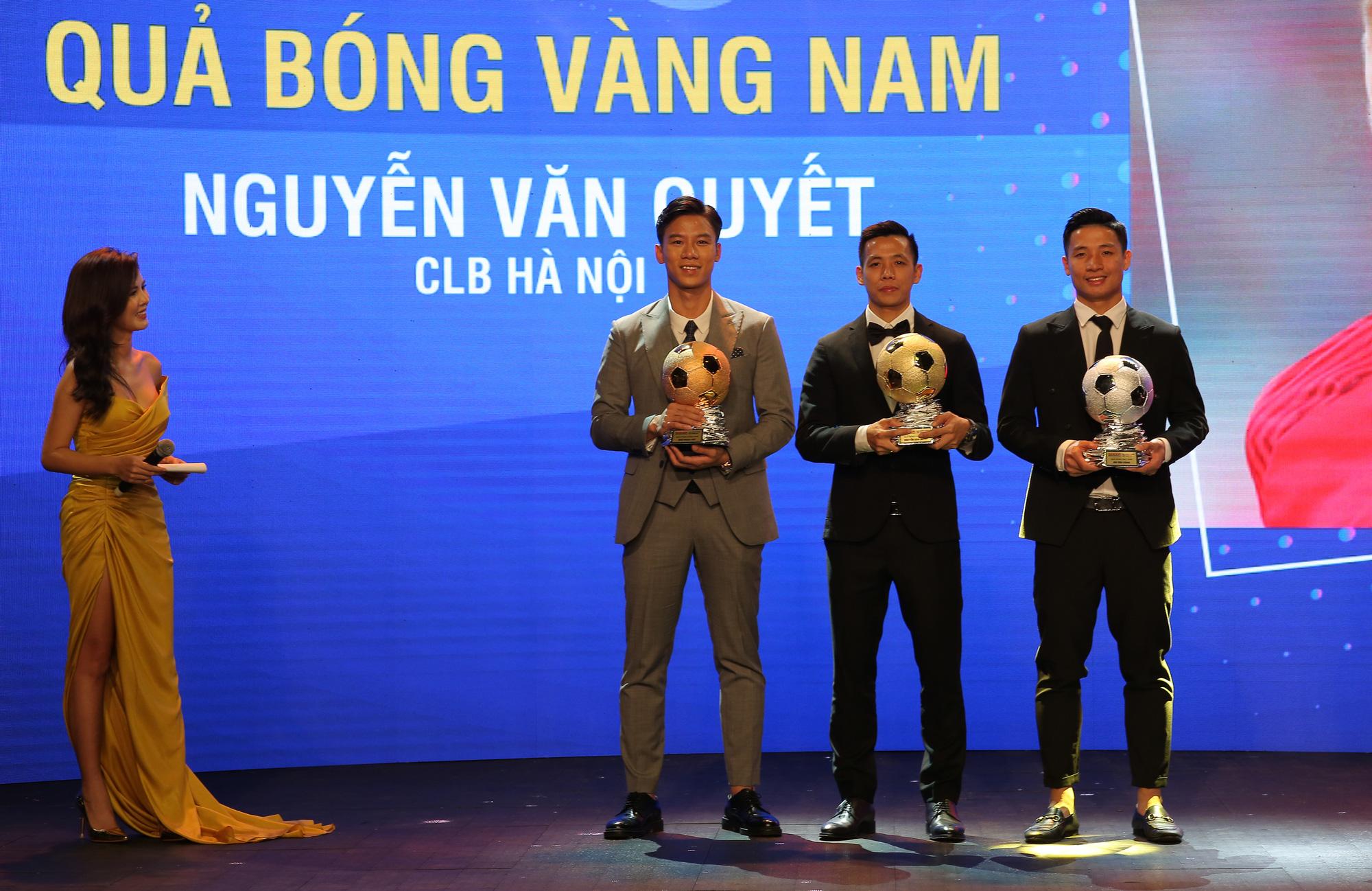 Văn Quyết nói gì khi giành Quả bóng vàng Việt Nam 2020? - Ảnh 2.
