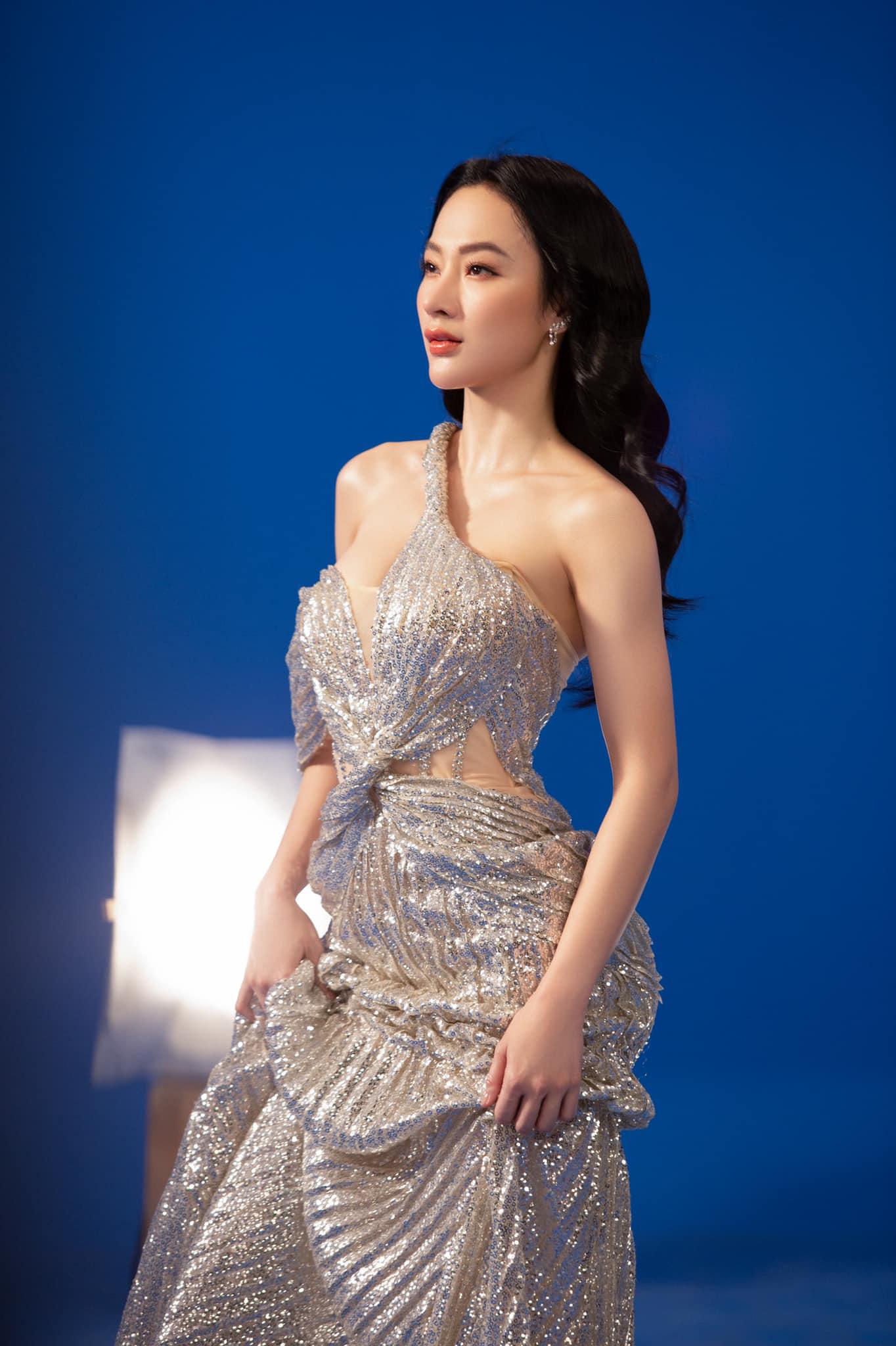 Angela Phương Trinh mặc áo yếm đẹp tựa nữ thần sau clip táo bạo dưới nước - Ảnh 4.