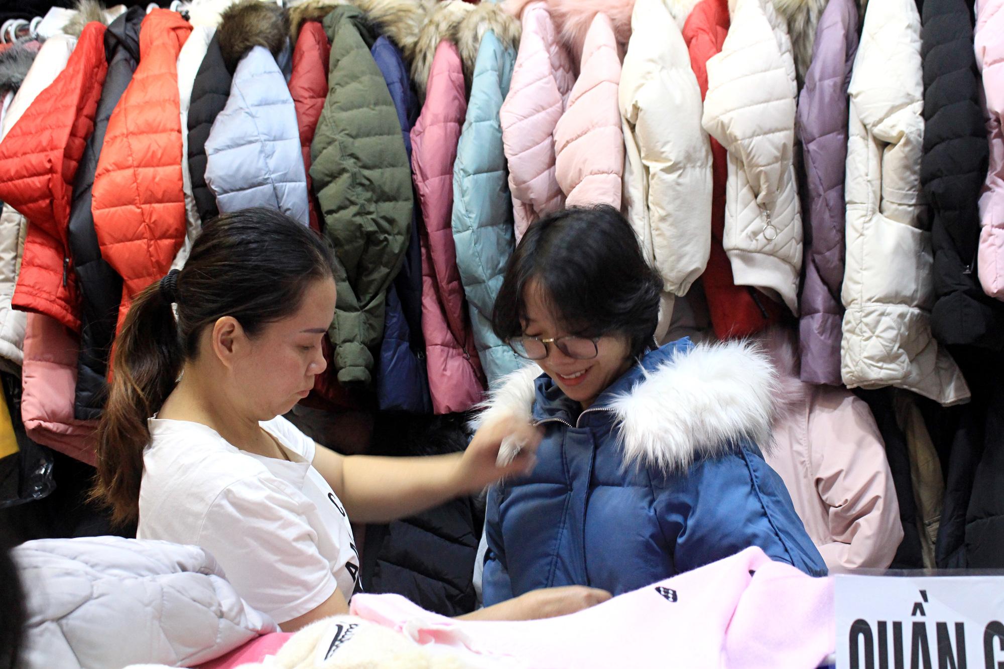 Chợ Nga ở Sài Gòn bán gì mà ế ẩm cả năm qua, nay tiểu thương mới bắt đầu vui trở lại - Ảnh 3.