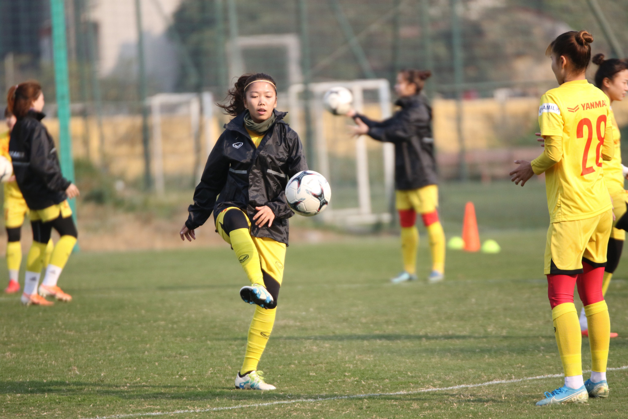 """HLV Mai Đức Chung: """"Cầu thủ trẻ lên tuyển còn chưa biết di chuyển"""" - Ảnh 1."""