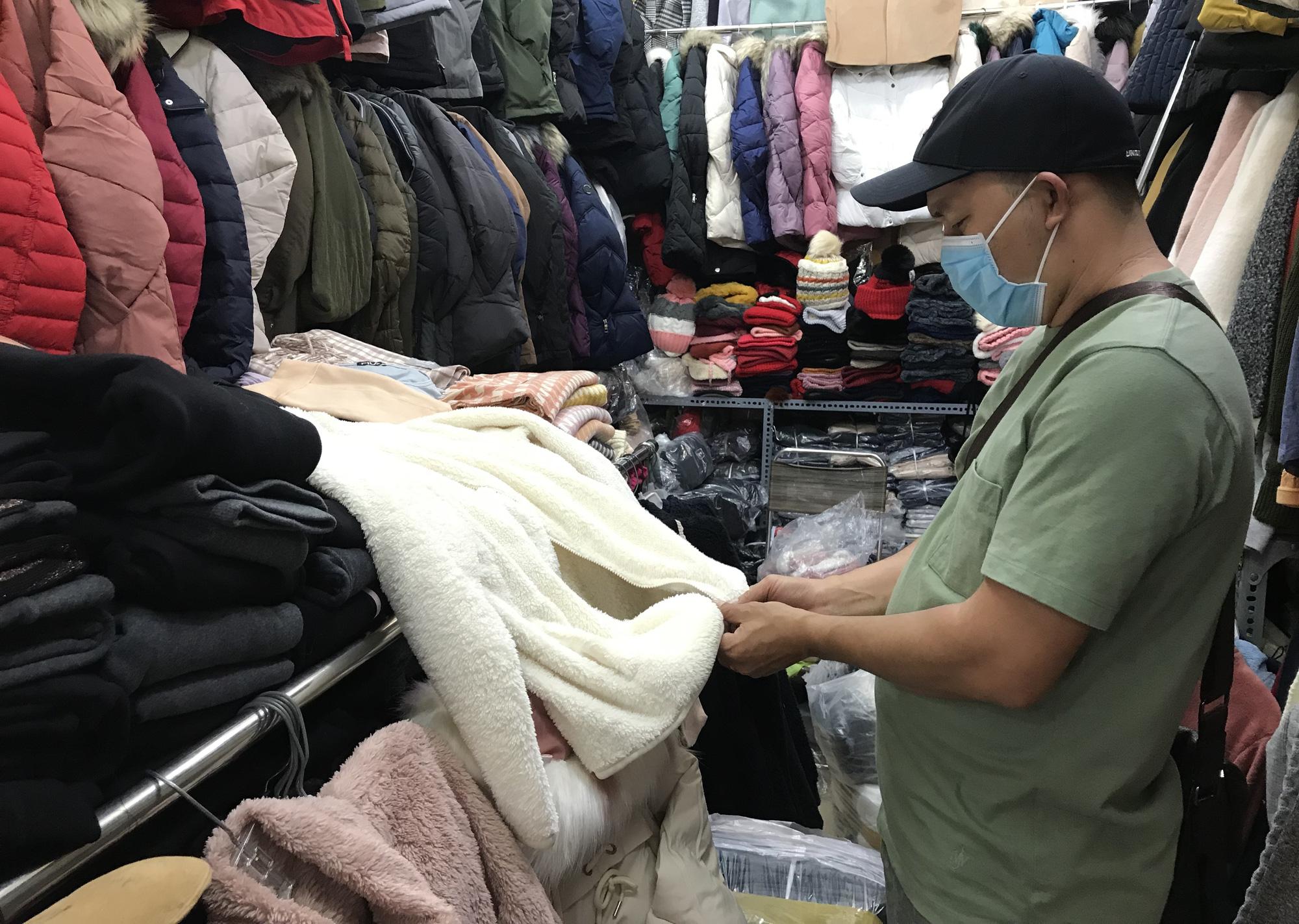 Chợ Nga ở Sài Gòn bán gì mà ế ẩm cả năm qua, nay tiểu thương mới bắt đầu vui trở lại - Ảnh 6.