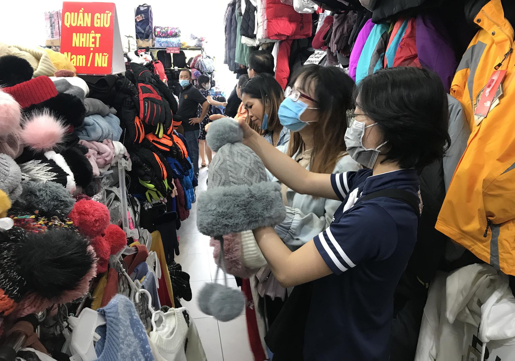 Chợ Nga ở Sài Gòn bán gì mà ế ẩm cả năm qua, nay tiểu thương mới bắt đầu vui trở lại - Ảnh 4.