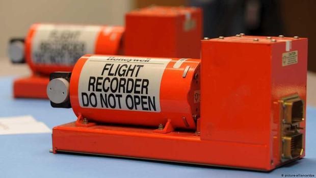 7 sự thật về hộp đen - Vật dụng tối quan trọng để biết chuyện gì đã xảy ra với chiếc máy bay Boeing 737 vừa rơi thảm khốc tại Indonesia - Ảnh 3.