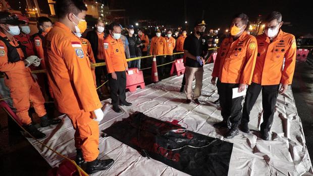 7 sự thật về hộp đen - Vật dụng tối quan trọng để biết chuyện gì đã xảy ra với chiếc máy bay Boeing 737 vừa rơi thảm khốc tại Indonesia - Ảnh 7.