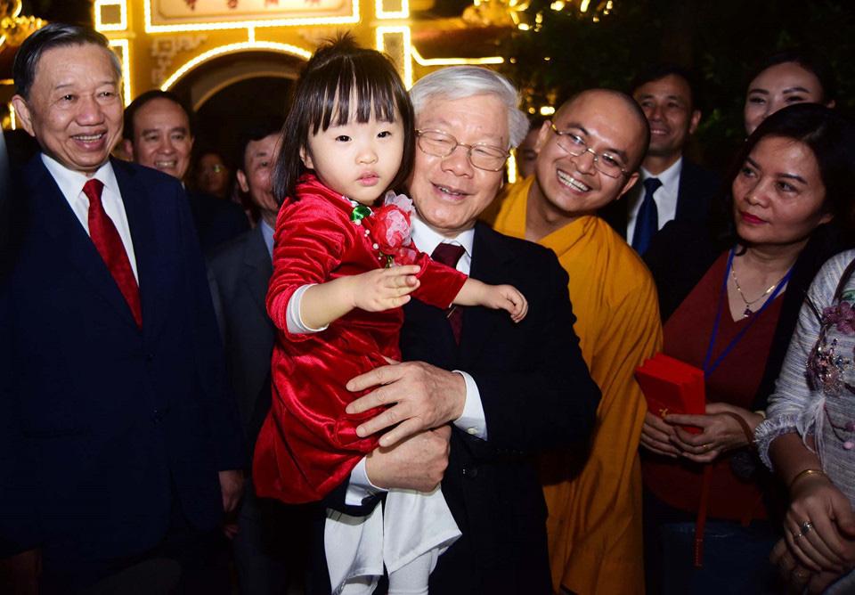 Ông Nguyễn Phú Trọng tái đắc cử Tổng Bí thư: Mong muốn tiếp tục tạo ra kỳ tích và làm Đảng ta trong sạch - Ảnh 4.