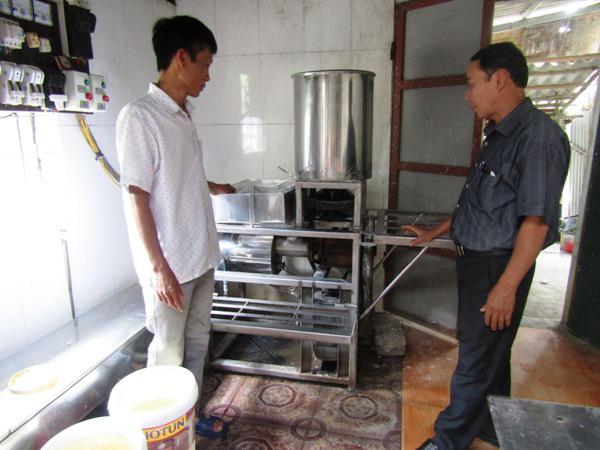 Một ông nông dân tỉnh Quảng Trị sáng chế ra máy làm bún, phở tự động, nhiều người mua, mang ra cả nước ngoài - Ảnh 1.