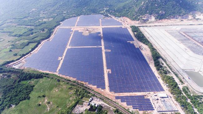 Không mua điện Trung Quốc để giải toả công suất điện mặt trời - Ảnh 1.