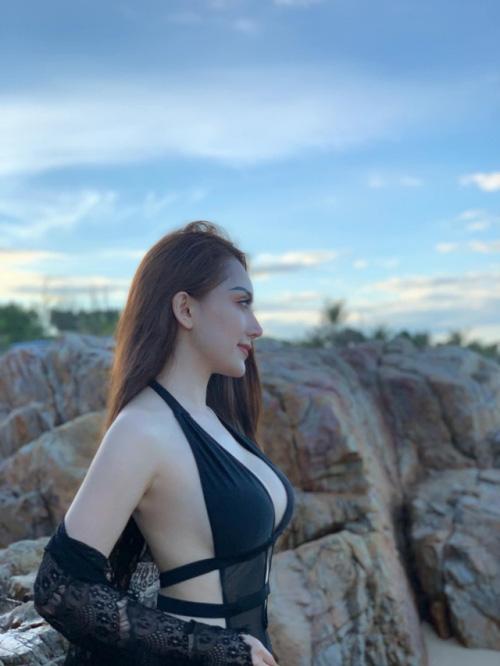 4 nàng WAG Việt chuộng phong cách ăn mặc sexy, quyến rũ? - Ảnh 11.