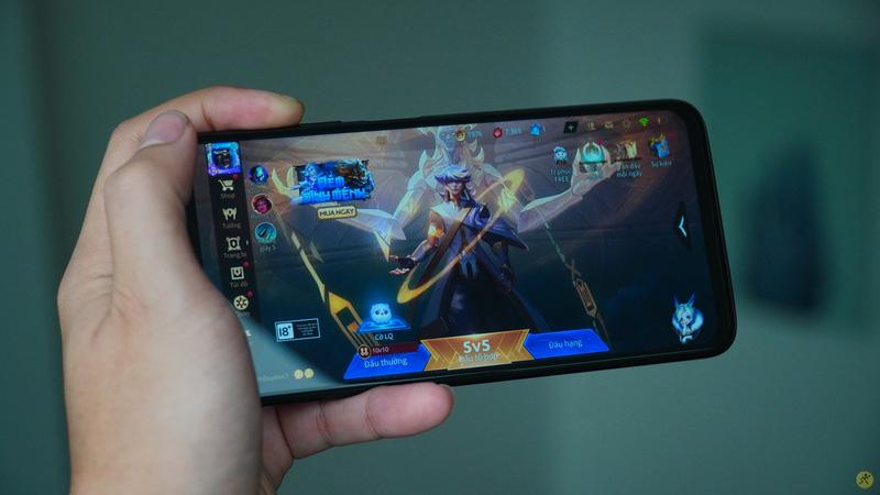 Chiếc điện thoại Xiaomi này giá rẻ cấu hình cao nhất thị trường Việt - Ảnh 1.