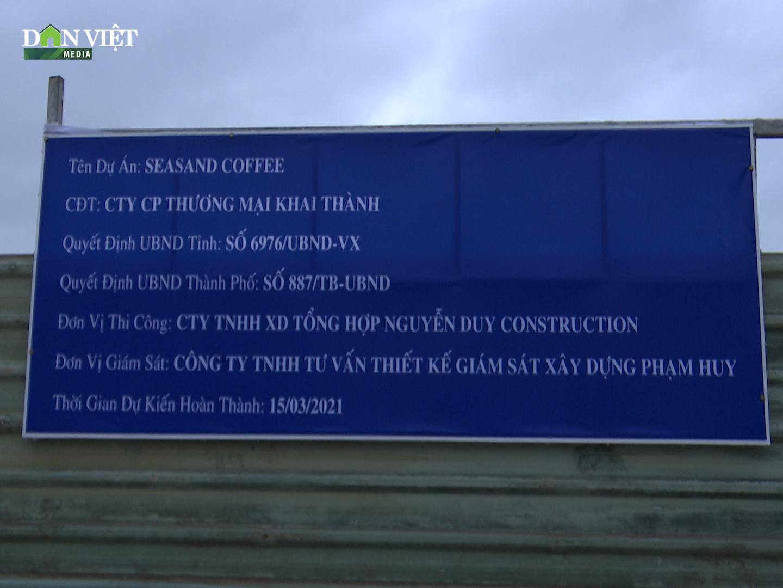 Clip: Ngang nhiên đào bới, thi công công trình không phép trên bãi biển Quy Nhơn - Ảnh 2.