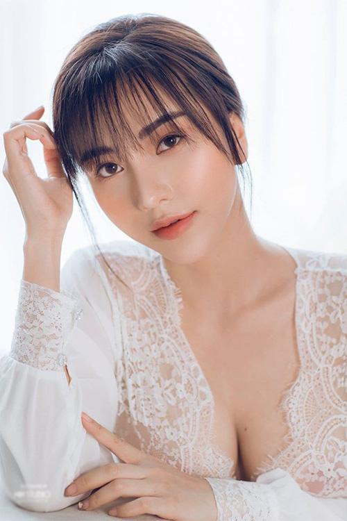 4 nàng WAG Việt chuộng phong cách ăn mặc sexy, quyến rũ? - Ảnh 8.