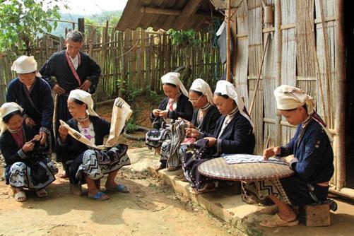 Lưu giữ nghề dệt thổ cẩm, nghề gửi gắm tâm tình của người Dao Tiền - Ảnh 3.