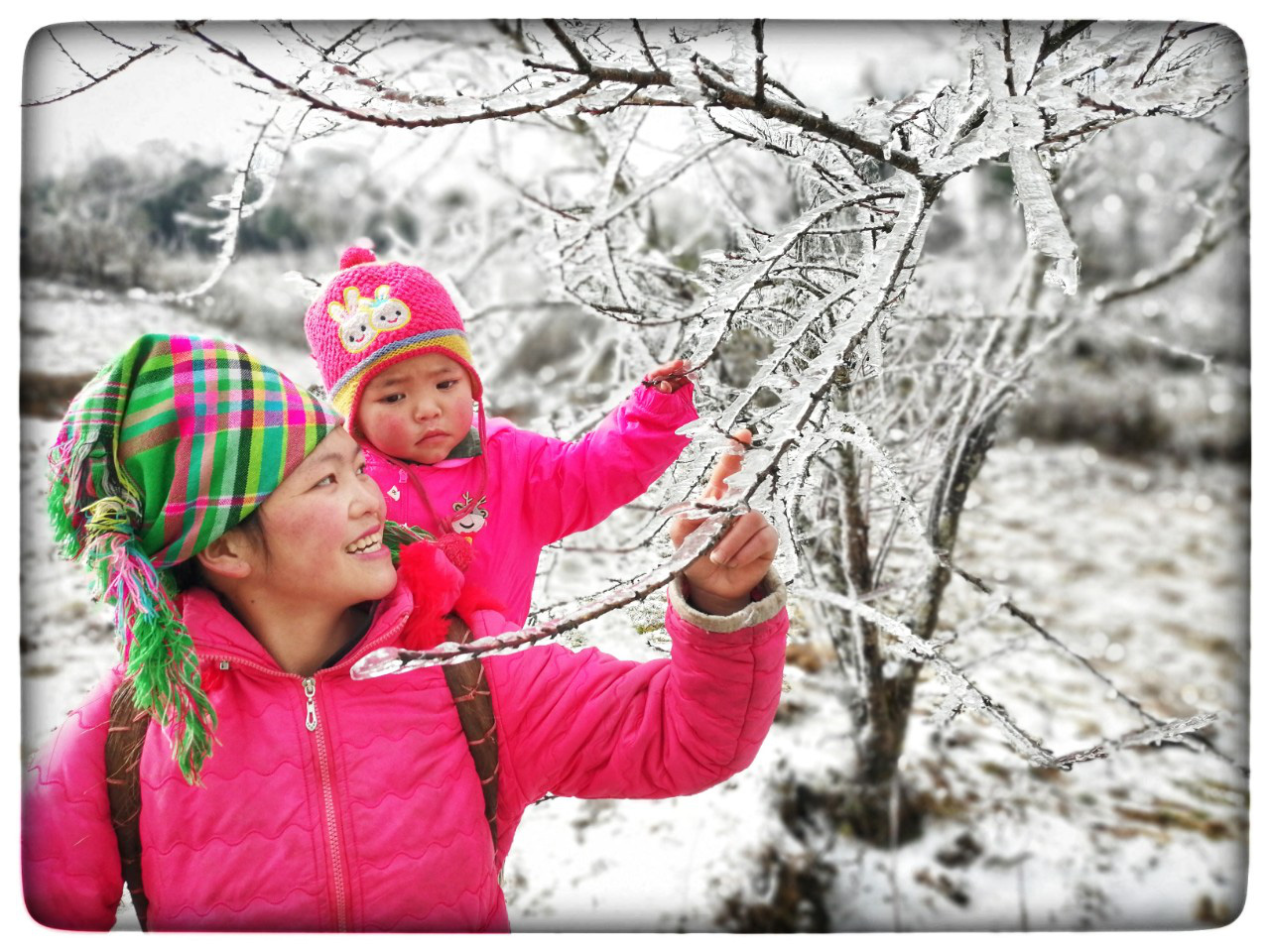 Lào Cai: Lạnh -3 độ C, Y Tý ngày tuyết rơi như chiếc tủ lạnh khổng lồ, đẹp như trời Âu - Ảnh 1.