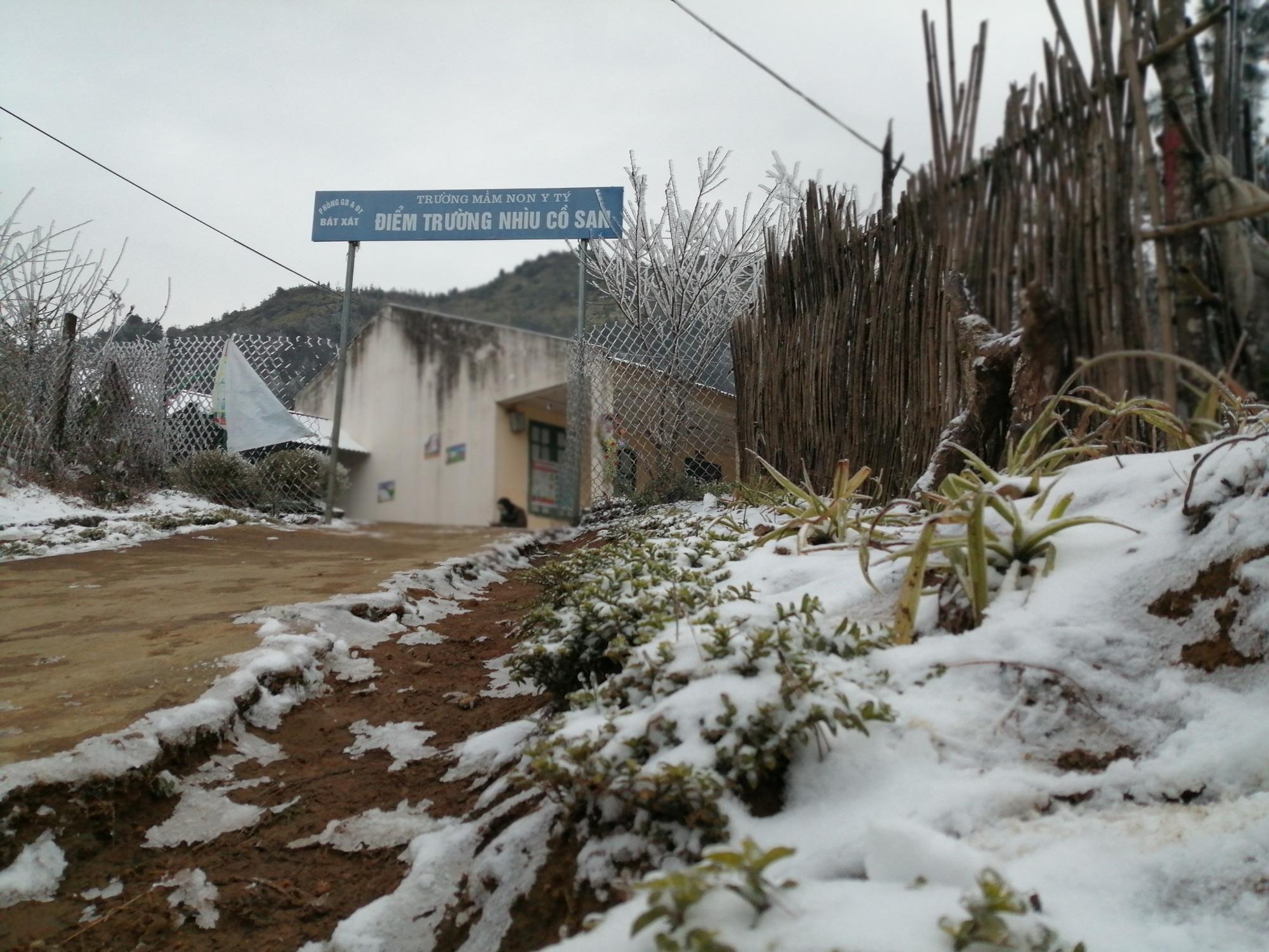 Lào Cai: Lạnh -3 độ C, Y Tý ngày tuyết rơi như chiếc tủ lạnh khổng lồ, đẹp như trời Âu - Ảnh 11.