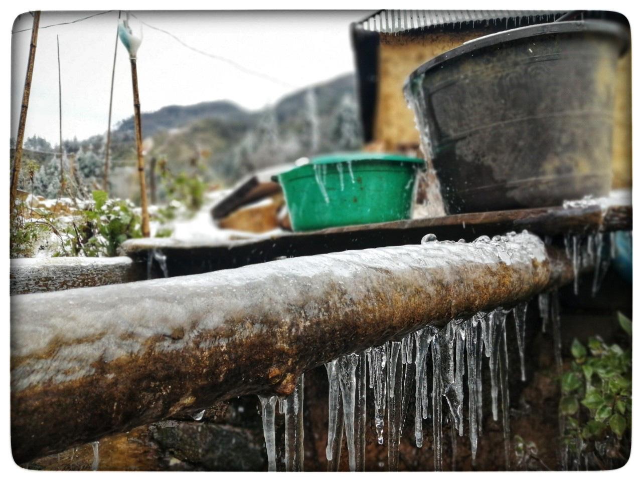 Lào Cai: Lạnh -3 độ C, Y Tý ngày tuyết rơi như chiếc tủ lạnh khổng lồ, đẹp như trời Âu - Ảnh 9.