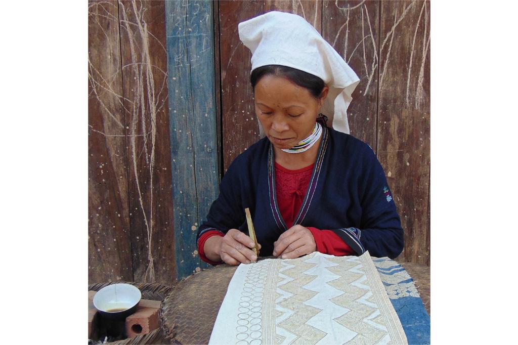 Lưu giữ nghề dệt thổ cẩm, nghề gửi gắm tâm tình của người Dao Tiền - Ảnh 4.