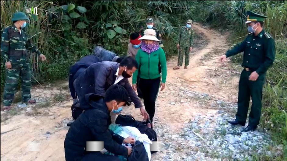 Clip: Kon Tum tiếp tục phát hiện 6 người nhập cảnh trái phép từ Lào vào Việt Nam - Ảnh 2.