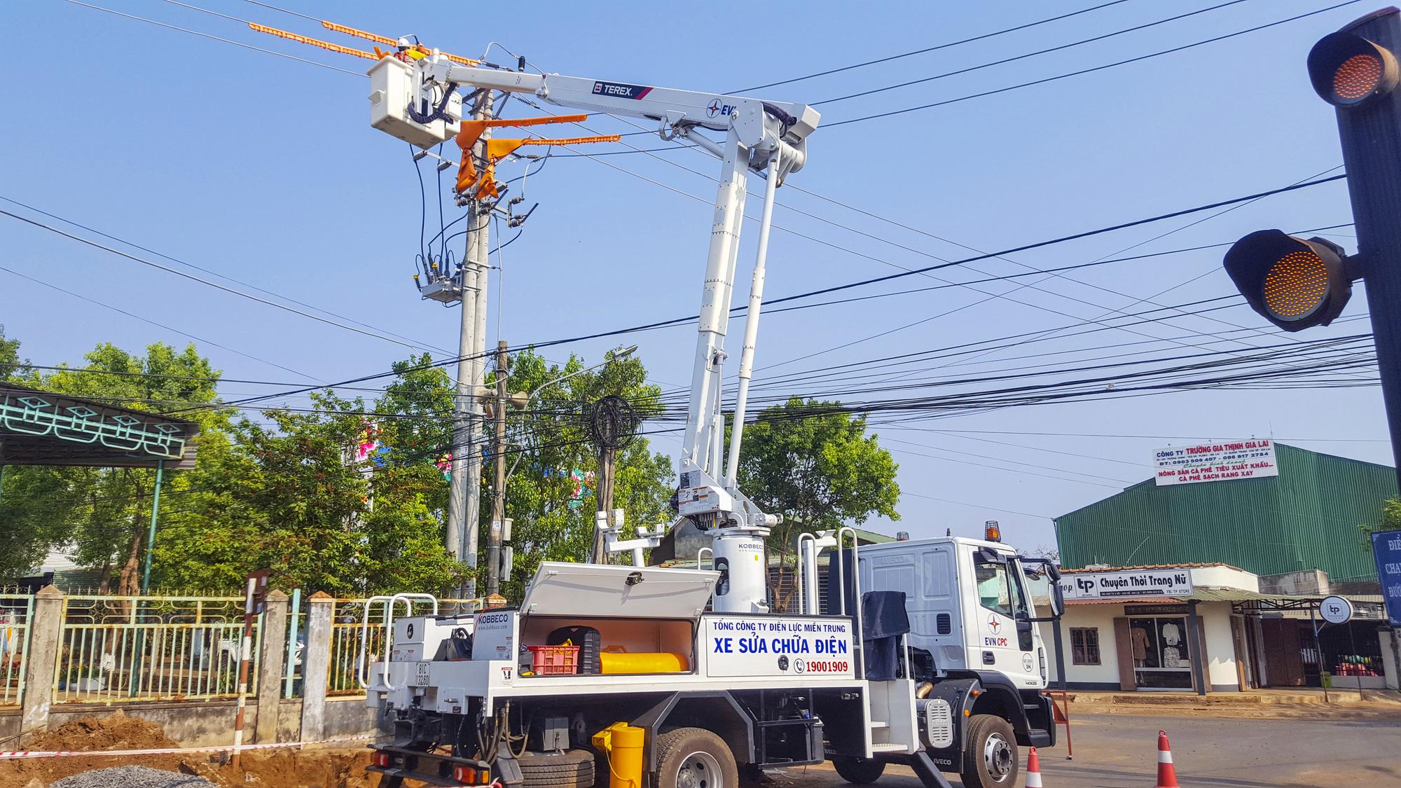 PC Gia Lai: Xây dựng nguồn lực thực hiện công tác vệ sinh, sửa chữa hotline - Ảnh 1.