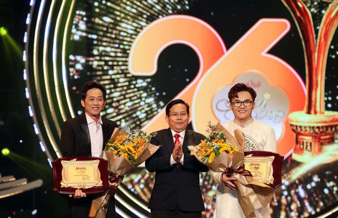 """NSƯT Hoài Linh nhận giải """"Vì cộng đồng"""", Jack nói điều bất ngờ khi thắng giải Mai Vàng 2020 - Ảnh 1."""