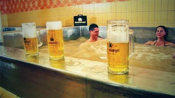 """Tắm bia ở Áo, trải nghiệm đảm bảo khiến bạn """"không say không về"""" - Ảnh 5."""