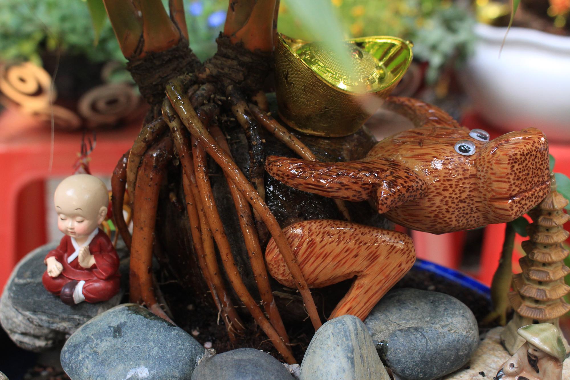 Độc đáo dừa khô bonsai hình trâu chơi Tết tiền triệu ở Sài Gòn - Ảnh 10.