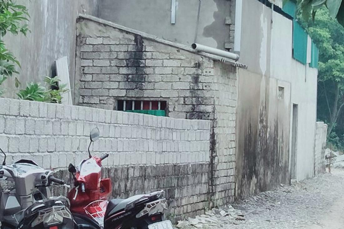 Vợ gục trên vũng máu, chồng và con út nạn nhân chết cháy trong phòng tắm - Ảnh 2.