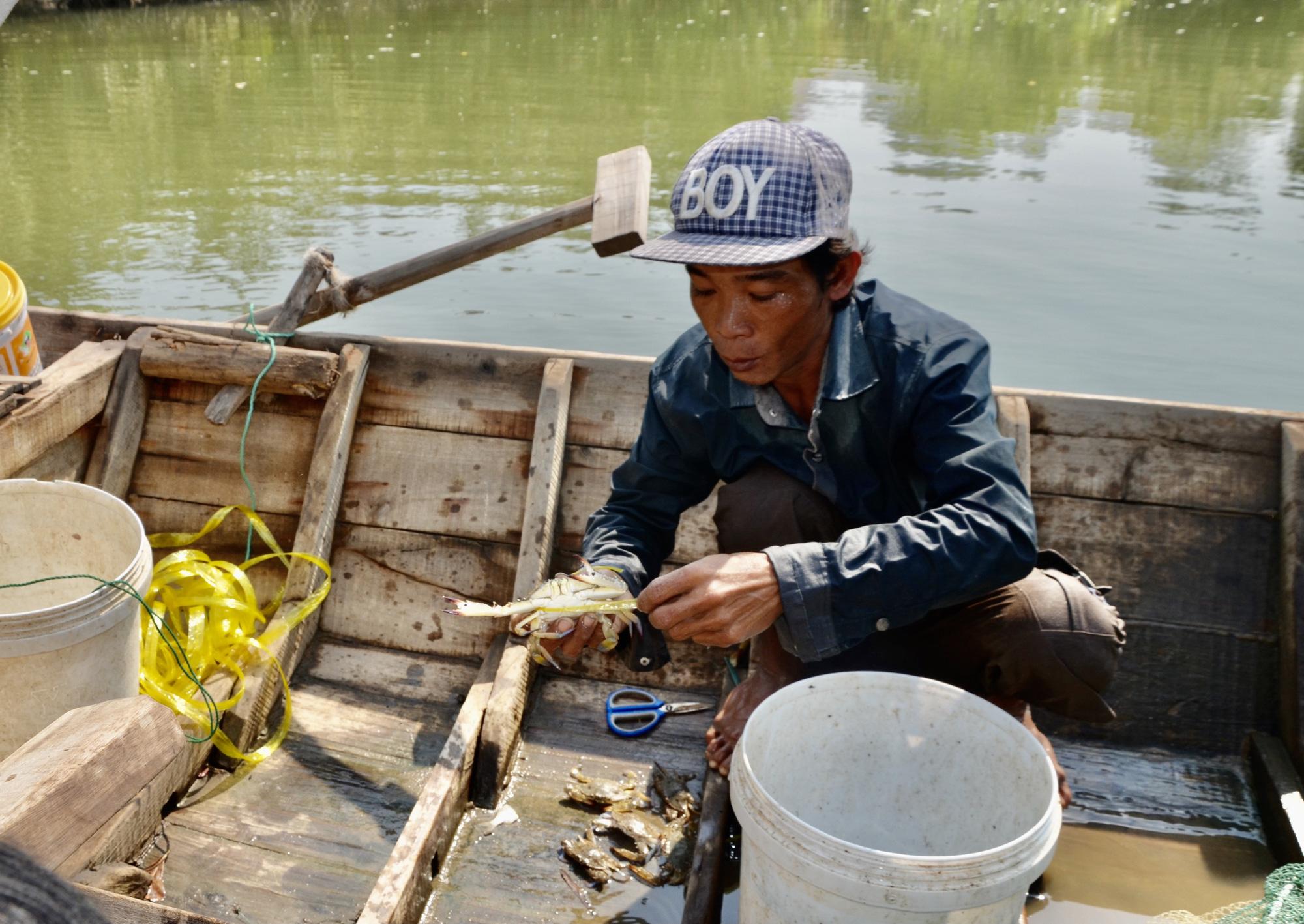 Bà Rịa-Vũng Tàu: Đáng mừng, dân đã bắt được vô số cá tôm trên sông Thị Vải, kiếm 500.000 đồng mỗi ngày - Ảnh 2.