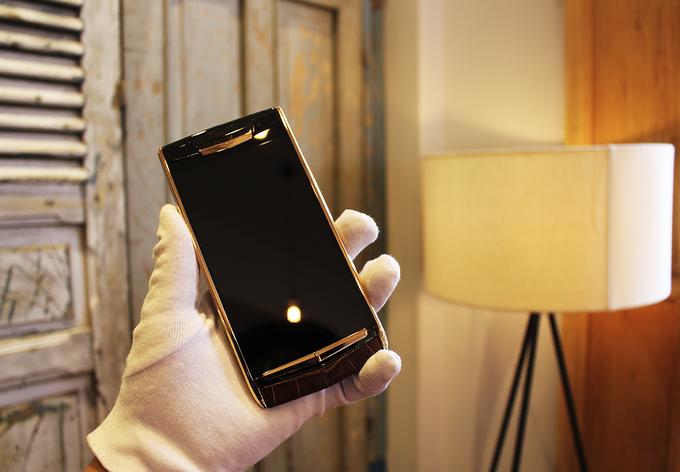 Chiếc điện thoại Vertu độc nhất thế giới về tay đại gia Việt  - Ảnh 3.
