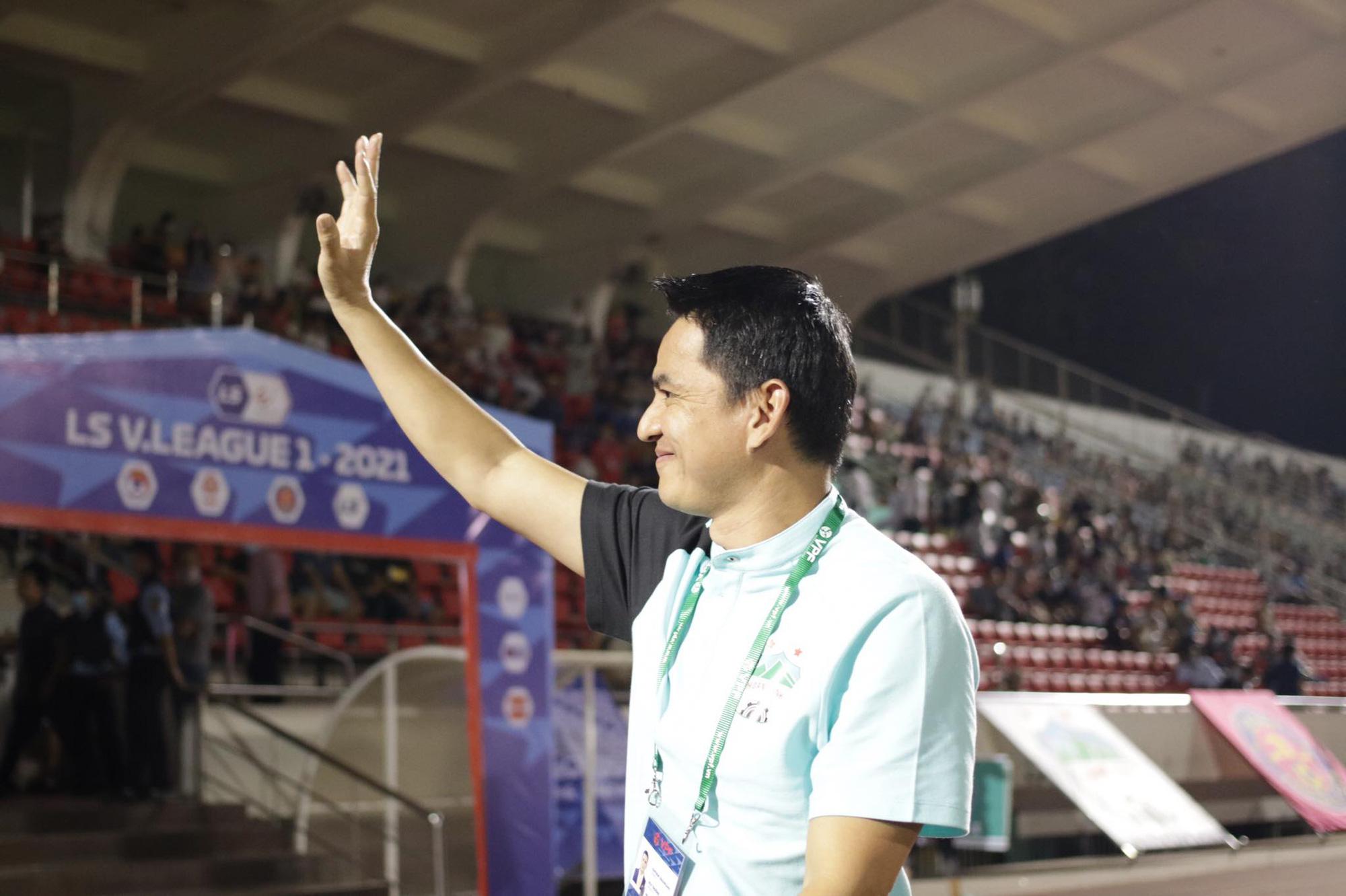 HLV Kiatisak cho rằng trận đấu với Sài Gòn FC đã qua. Điều HAGL muốn hướng tới là những cuộc đọ sức tiếp theo. Ảnh: 24h