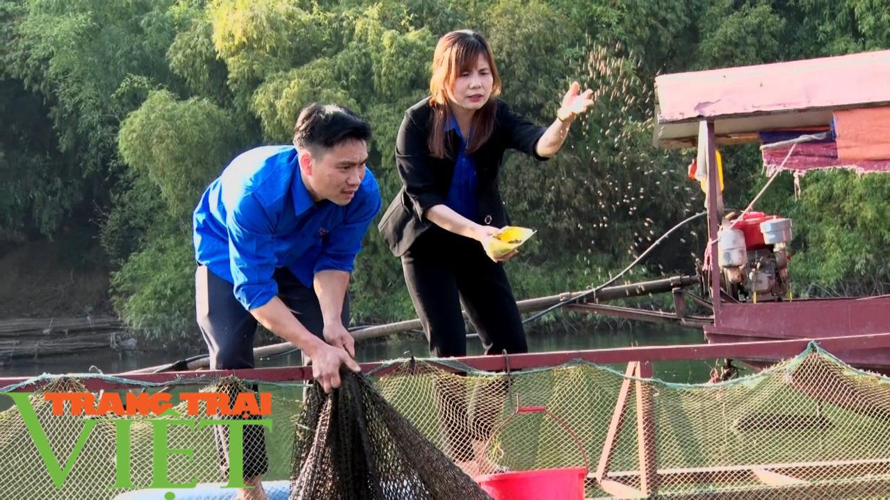 Bỏ túi trên 160 triệu đồng từ nuôi cá lồng trên lòng hồ sông Đà  - Ảnh 2.