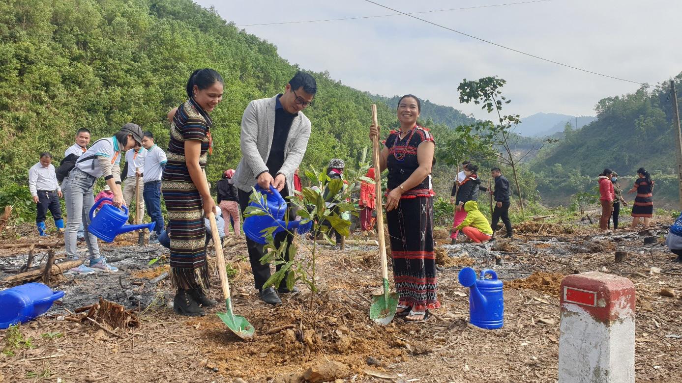 Trung tâm Truyền thông TN&MT, Bộ TN&MT thực hiện chương trình trồng cây góp quỹ một tỷ cây xanh cho Việt Nam - Ảnh 3.