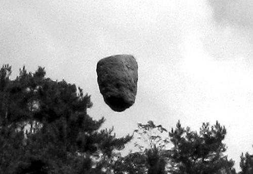 """Phát hiện """"tảng đá bay"""" tại Trung Quốc: Khoa học bó tay? - Ảnh 2."""