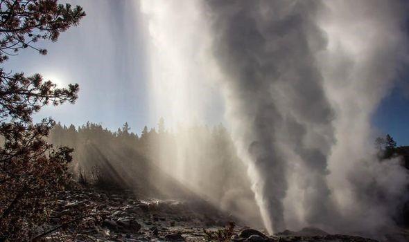 Phát hiện mạch nước ngầm phun trào cao nhất thế giới tại Yellowstone - Ảnh 1.