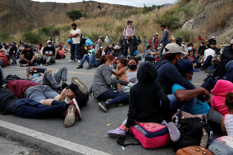 """Cận cảnh đoàn người di cư """"khổng lồ"""" trên đường tới Mỹ - Ảnh 9."""