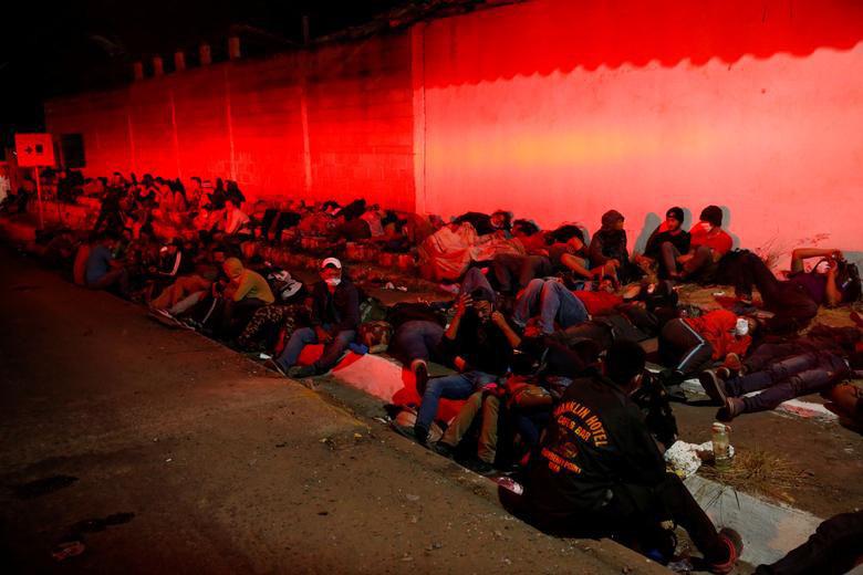 """Cận cảnh đoàn người di cư """"khổng lồ"""" trên đường tới Mỹ - Ảnh 10."""