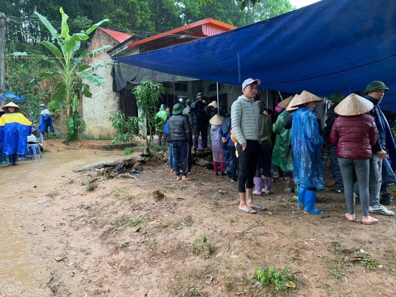 Vụ 3 bố con tử vong trên giường ở Phú Thọ: Mẹ của người bố cũng tự tử - Ảnh 1.
