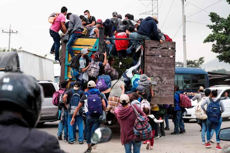 """Cận cảnh đoàn người di cư """"khổng lồ"""" trên đường tới Mỹ - Ảnh 4."""