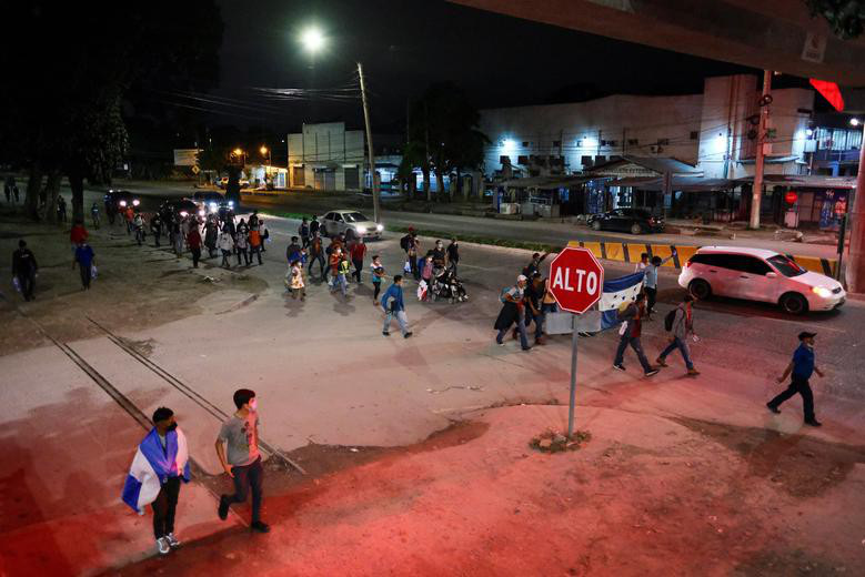 """Cận cảnh đoàn người di cư """"khổng lồ"""" trên đường tới Mỹ - Ảnh 6."""