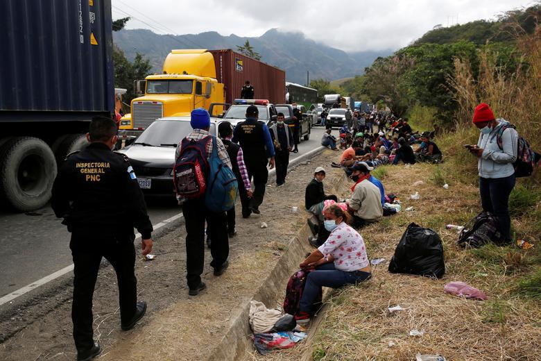 """Cận cảnh đoàn người di cư """"khổng lồ"""" trên đường tới Mỹ - Ảnh 8."""
