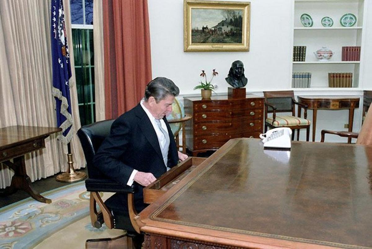 Nhìn lại những hình ảnh ấn tượng trong lễ nhậm chức của các Tổng thống Mỹ - Ảnh 18.