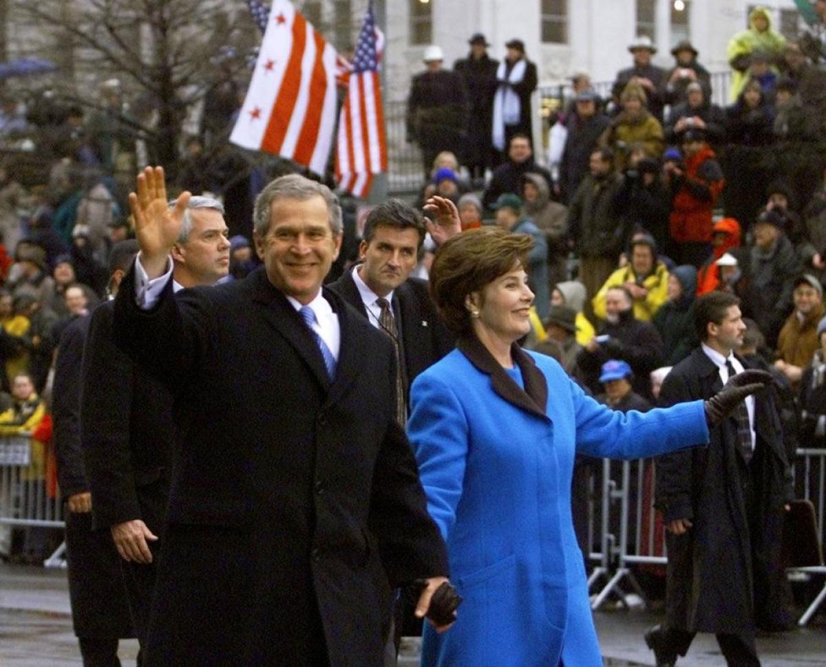 Nhìn lại những hình ảnh ấn tượng trong lễ nhậm chức của các Tổng thống Mỹ - Ảnh 22.