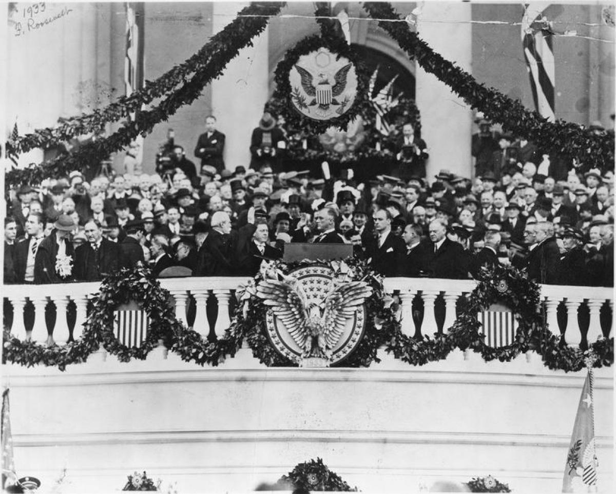 Nhìn lại những hình ảnh ấn tượng trong lễ nhậm chức của các Tổng thống Mỹ - Ảnh 14.