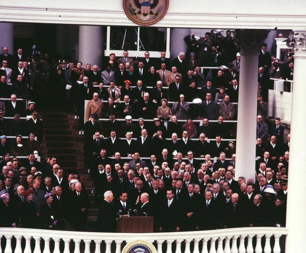 Nhìn lại những hình ảnh ấn tượng trong lễ nhậm chức của các Tổng thống Mỹ - Ảnh 15.