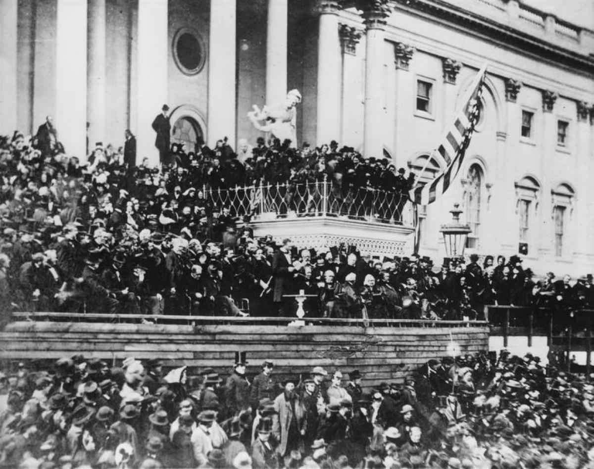 Nhìn lại những hình ảnh ấn tượng trong lễ nhậm chức của các Tổng thống Mỹ - Ảnh 3.